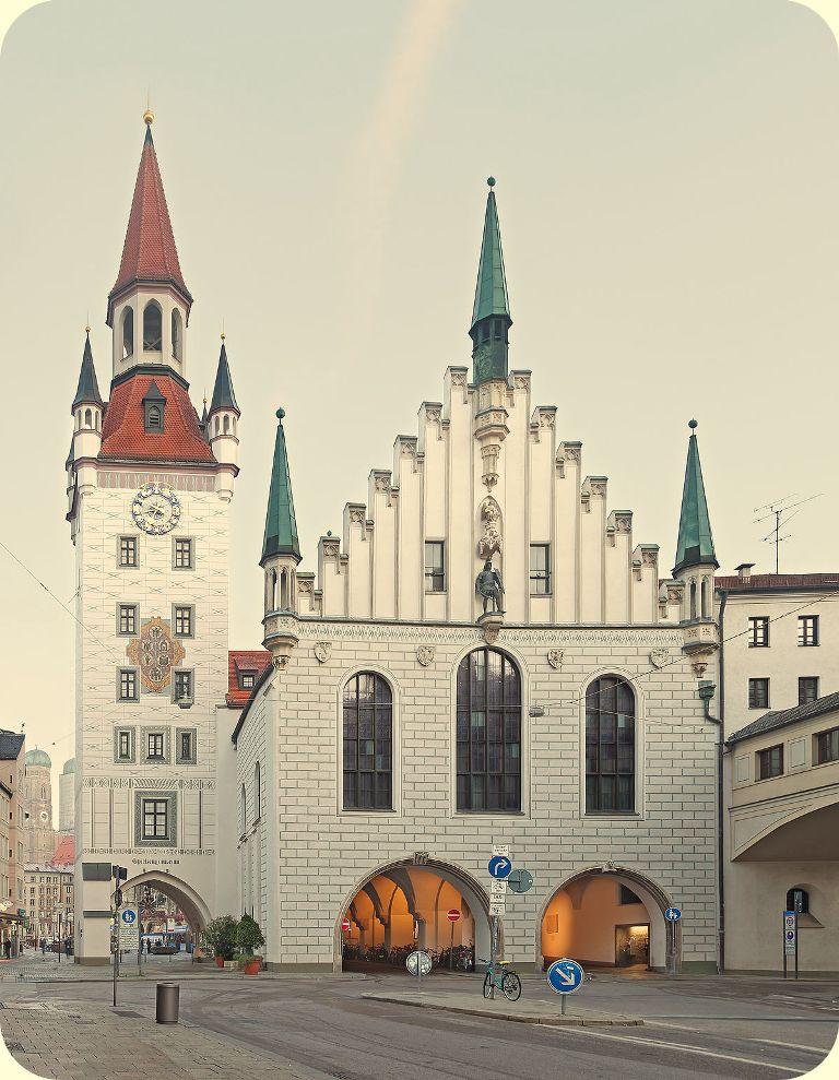 1200px-Altes_Rathaus_München_Ostseite